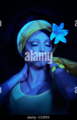 Schöne junge Frau mit Mondlicht - Stockfoto