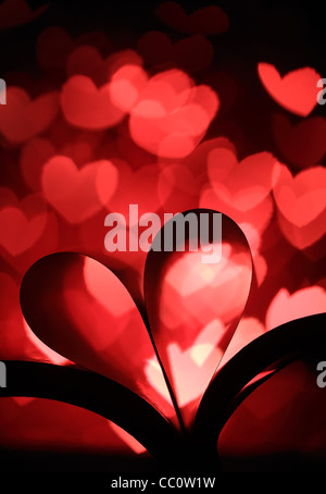 Herzförmige Buch auf herzförmigen Bokeh Hintergrund - Stockfoto