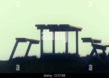 Picknick-Tisch und Bänke auf die Schafe Head Way, County Cork, Irland. - Stockfoto