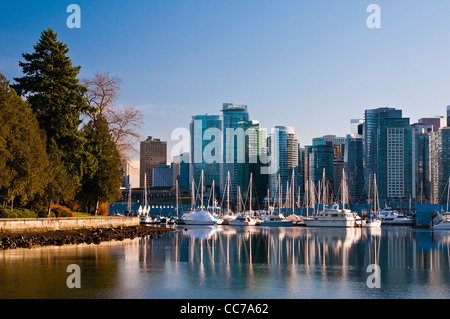Panoramablick über die Innenstadt und Marina, Vancouver, Britisch-Kolumbien, Kanada - Stockfoto