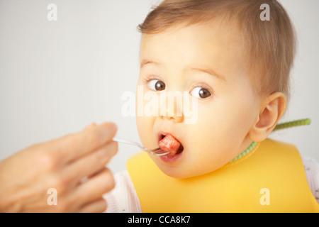 Baby Girl Zugeführtes - Stockfoto