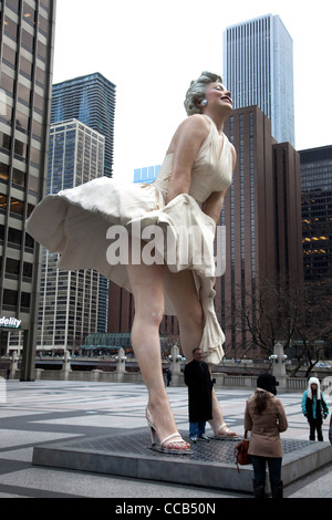 Forever Marilyn, ein 26 Fuß-Statue in der Nähe von Chicago Tribune Tower in der Innenstadt von Chicago - Stockfoto