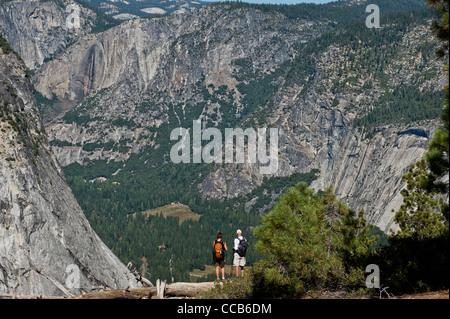 Der Panoramaweg wandern. Yosemite-Tal nordwestlich von Panorama-Punkt anzeigen Yosemite-Nationalpark. Kalifornien. - Stockfoto