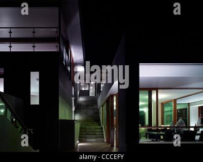 Haus im Manley Sydney Australia von Assemblage Peter Chivers Architektenhaus bei Abenddämmerung Schlafzimmer Wohnzimmerterrasse - Stockfoto