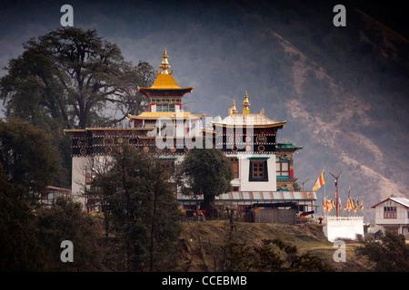 Indien, Arunachal Pradesh, Tawang, Khinmey Nyingma Kloster auf Bergrücken am Rande der Stadt - Stockfoto