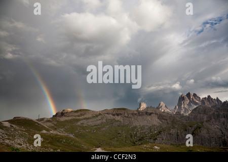 Ansichten der Cadini di Misurina gesehen von Tre Cime di Lavaredo, in den italienischen Dolomiten Alpen - Stockfoto