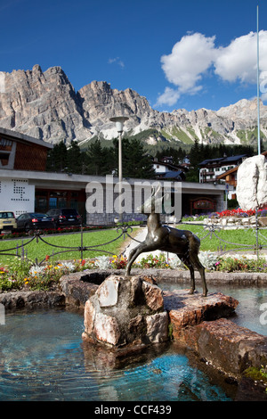 Brunnen im Park auf über Alberto Bonacossa, Cortina d ' Ampezzo, Veneto, Norditalien - Stockfoto