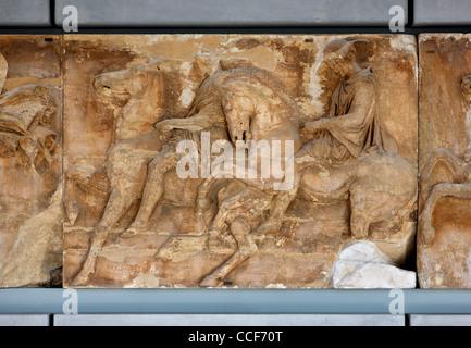 """""""Detail"""" aus dem Fries des Parthenon, der Parthenon-Galerie auf der 3. Etage des Akropolis-Museum, Athen, Griechenland. - Stockfoto"""