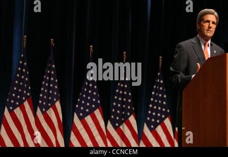 Sep 20, 2004; New York, NY, USA; Demokratischen Präsidentschaftskandidaten JOHN KERRY befasst sich mit New York - Stockfoto