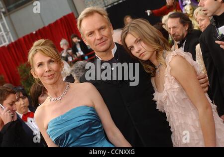 29. Februar 2004; Hollywood, Kalifornien, USA; Oscar-Verleihung 2004: Sänger STING, Frau TRUDIE STYLER und ihre - Stockfoto