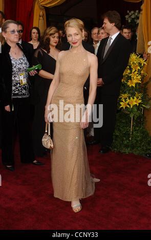 29. Februar 2004; Hollywood, Kalifornien, USA; Oscar-Verleihung 2004: Schauspielerin PATRICIA CLARKSON Ankunft am 76th Annual Academy Awards, statt im Kodak Theater. Stockfoto