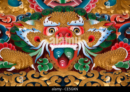 Indien, Arunachal Pradesh, Tawang, Khinmey Nyingma Kloster Gebetshalle, bunten Schnee Löwe Dekoration - Stockfoto