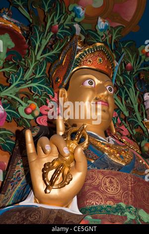 Indien, Arunachal Pradesh, Tawang, Khinmey Nyingma Kloster Hand des goldenen Padmasambhva Dorji holding - Stockfoto