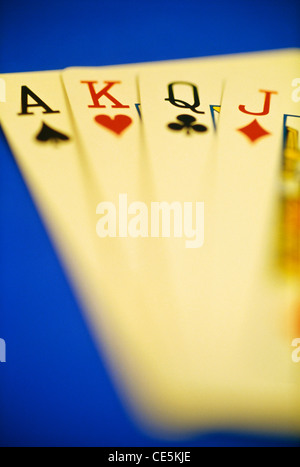 Spielkarten auf blauem Hintergrund Ass König Königin jack - Stockfoto