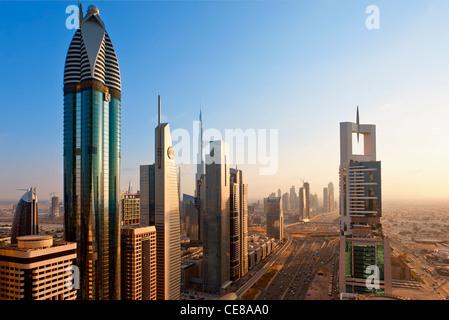 Dubai, Türmen Büro und Wohnung Türme entlang der Sheikh Zayed Road - Stockfoto