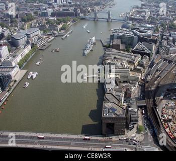 Luftaufnahme der Themse in London Bridge, Blick nach Osten in Richtung HMS Belfast und die Tower Bridge, Southwark, London SE1 Stockfoto