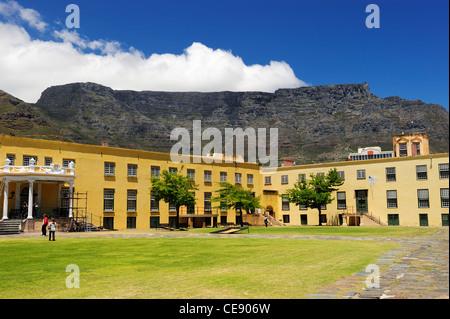 Castle of Good Hope mit dem Tafelberg im Hintergrund, Cape Town, Western Cape, Südafrika - Stockfoto