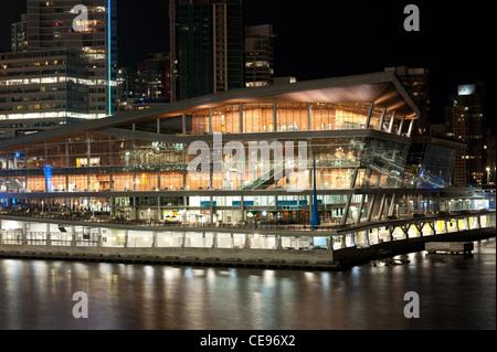 Vancouver Convention Center bei Nacht, Vancouver City, British Columbia, Kanada, 2011 - Stockfoto