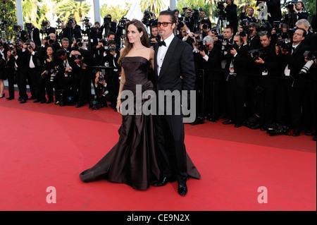 Angelina Jolie und Brad Pitt kommen für das Screening von The Tree Of Life auf der 64. Internationalen Filmfestspiele - Stockfoto