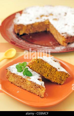 Cookies-Tarte mit Äpfeln und Walnüssen. Rezept zur Verfügung. - Stockfoto