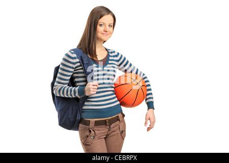 Junge Schulmädchen halten einen Basketball isoliert auf weißem Hintergrund - Stockfoto