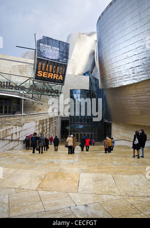 Das Guggenheim Museum in Bilbao entworfen von dem Architekten Gehry - Stockfoto