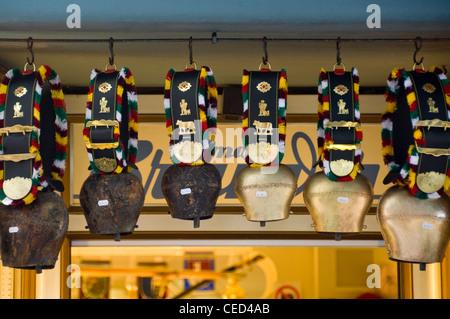 Diverse Glocken In Einer Reihe Stockfoto Bild 168608363