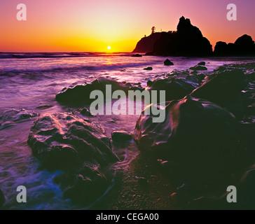 Sonnenuntergang auf Ruby Beach in Olympic Nationalpark Olympic Halbinsel, Washington, USA. - Stockfoto
