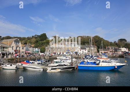 Padstow Cornwall England UK. Dorf-Hafen-Szene mit Boote vertäut an Cornwalls Küste im Spätsommer - Stockfoto