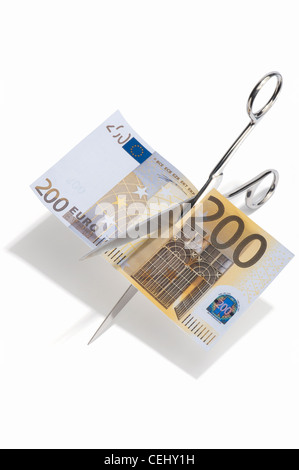 Schere zerschneiden ein 200 Euro-banknote - Stockfoto