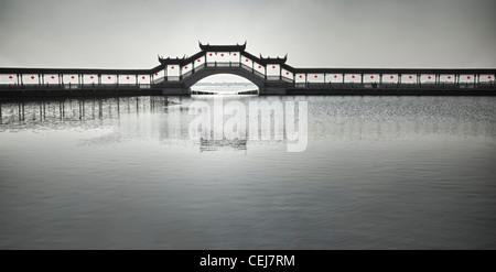 Die Brücke mit roten Laternen in Jinxi, Kunshan, Jiangsu, China - Stockfoto