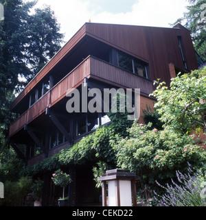 Haus im Odenwald 4 stöckiges Haus am Hang gebaut in der s aus Holz und heimischen Glutstein Ziegel im Odenwald, - Stockfoto