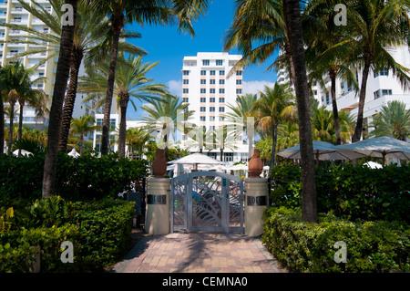 Hintertür zum Strand des Loews Luxushotels in Miami Beach, Florida - Stockfoto