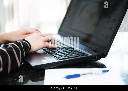 Dies ist ein Bild von einem Laptop-computer - Stockfoto