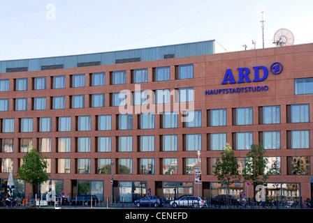 Hauptstadt-Studio des Teams der deutschen Rundfunkanstalten ARD am Reichstagsufer in Berlin. - Stockfoto