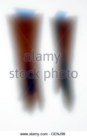 Gliederung des Haushalts Arbeitshandschuhe mit blauem Klebeband - Stockfoto