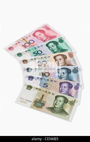 Ein Set von Yuan Rechnungen mit dem Porträt von Mao Zedong nebeneinander liegen. Der Renminbi, die chinesische Währung - Stockfoto