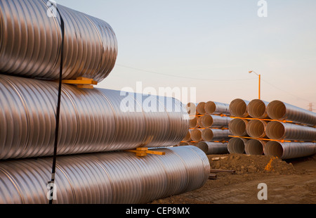 Kanal Rohr im Straßenbau verwendet; Edmonton, Alberta, Kanada - Stockfoto