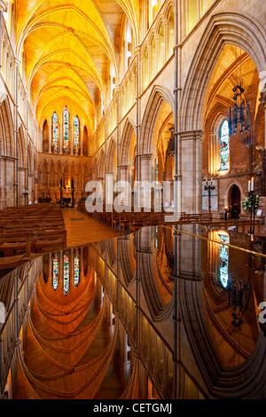 Das Kirchenschiff der Southwark Cathedral. William Shakespeare wird geglaubt, um wann gewesen John Harvard, Gründer - Stockfoto