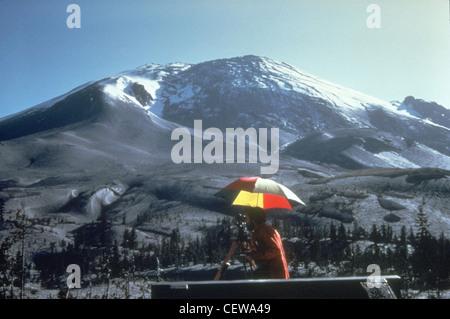 """Eine """"Beule"""" auf der Nordseite des Mount St. Helens entwickelt als Magma bis in die Spitze geschoben. Winkel und - Stockfoto"""
