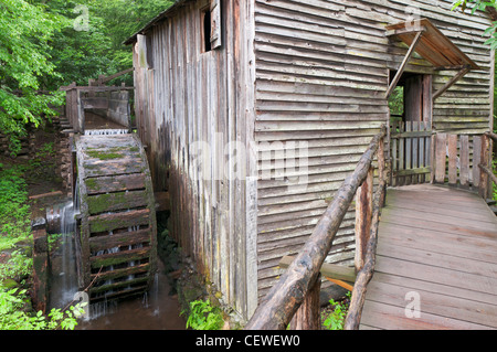 Tennessee, Great Smoky Mountains National Park, Cades Cove, John P. Kabel Grist Mill, 1870 erbaut. - Stockfoto