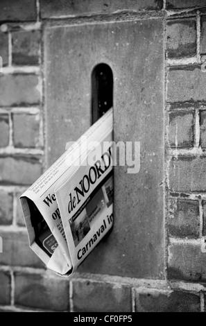 Zeitung im alten holländischen box - Stockfoto
