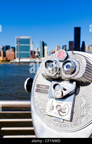 Skyline von Midtown Manhattan gesehen vom East River, New York, Vereinigte Staaten von Amerika