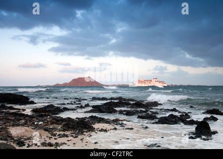 Kanarische Insel-Fähre vorbei an der Insel Los Lobos - Stockfoto