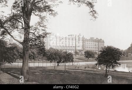 Buckingham Palace, London, England, gesehen von der Mall im späten 19. Jahrhundert. - Stockfoto