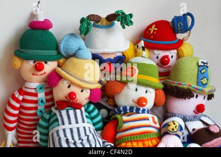 Auswahl der gestrickte Puppen, weißer Hintergrund - Stockfoto