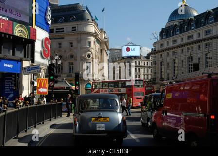 Datenverkehr auf Piccadilly Circus. - Stockfoto