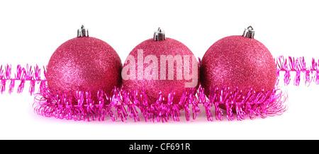 Eine rote weihnachtskugel in einigen lametta stockfoto bild 31620117 alamy - Christbaumkugeln lila ...
