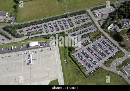 Luftaufnahme des Flughafenparkplatzes - Stockfoto