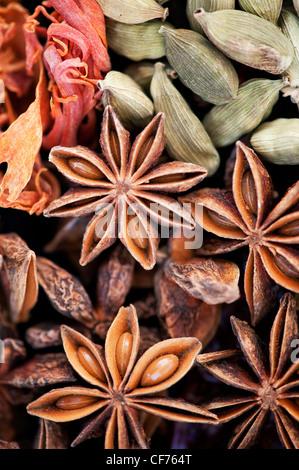 Indische Küche Gewürze Muster. Flachbild Fotografie von oben legen. - Stockfoto